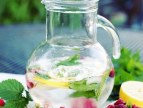 Fruit Water & Peppermint